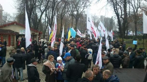 Через мгновение в столице стартует многотысячное шествие оппозиции