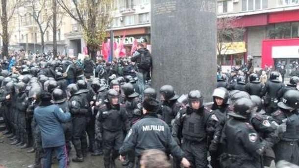 Правоохранители и митингующие