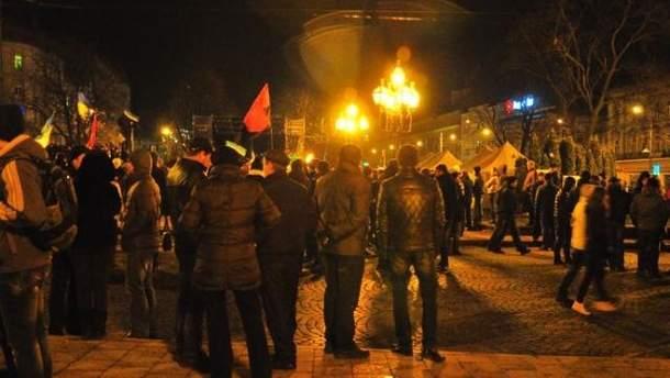 Во Львове на Майдане остатся до 2 тысяч человек (Фото)