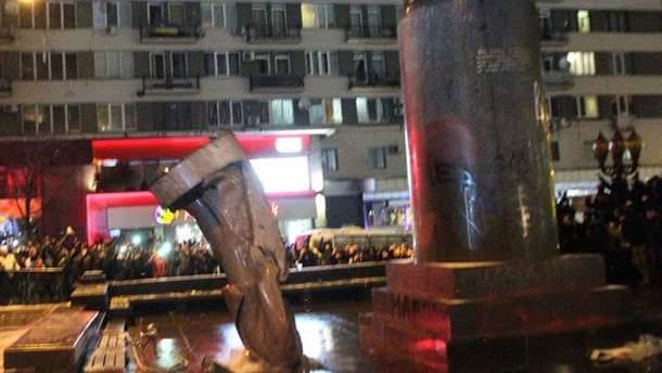 Повалення пам'ятника Леніну