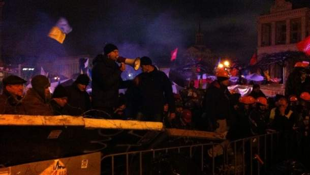Арсеній Яценюк на барикаді на Майдані