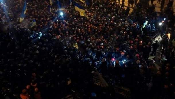 Люди сходятся на Майдан