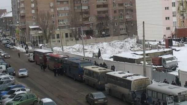 Автобусы с правоохранителями