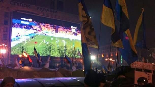Сьогодні на Євромайдані дивилися футбол