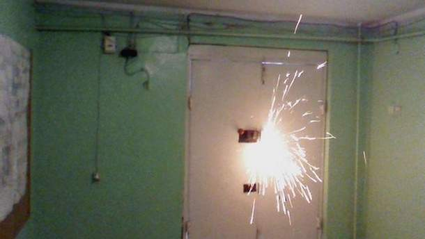 Зламують двері до офісу ТРК