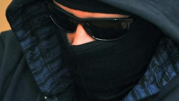 Нападающий пытался скрыть лицо