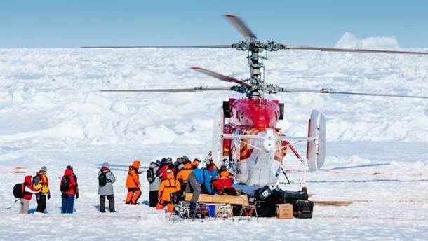 Пассажиров доправили вертолетом
