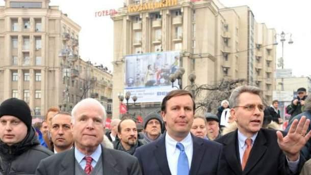 Крис Мерфи и Джон Маккейн в Украине