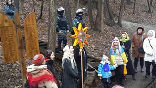 Паломники в селе Новые Петровцы