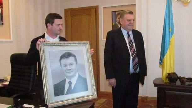 Вышитый портрет Януковича