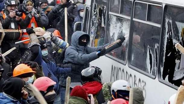 Милиция угрожает активистам на Грушевского криминалом