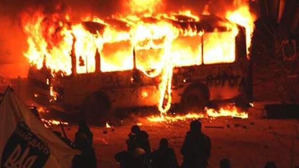 Подожгли автобус МВД