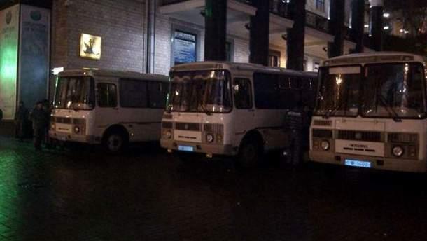 Автобуси силовиків