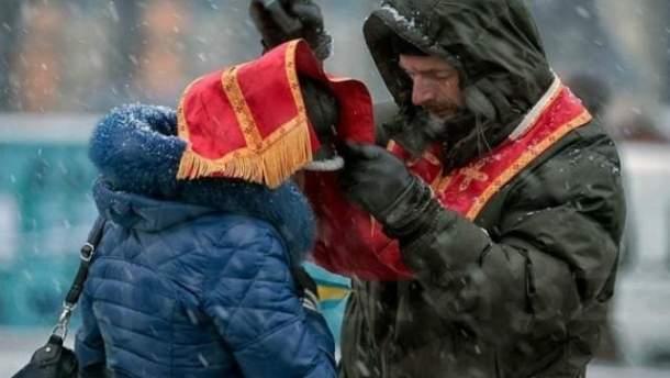 Священник на Майдане