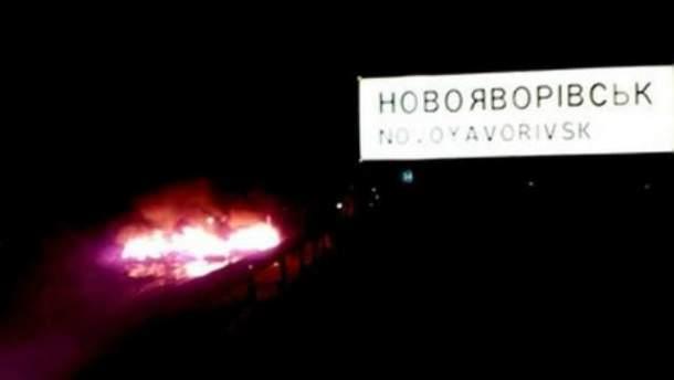 На дорозі Львів-Краковець палили шини