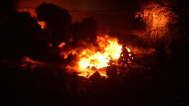 Сжигают шины на Грушевского