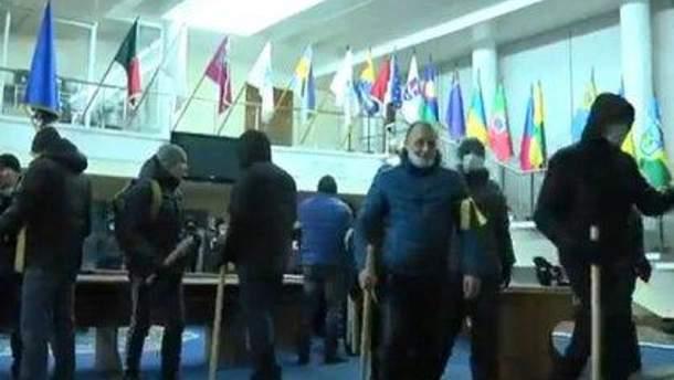 """""""Титушки"""" в Днепропетровской ОГА"""