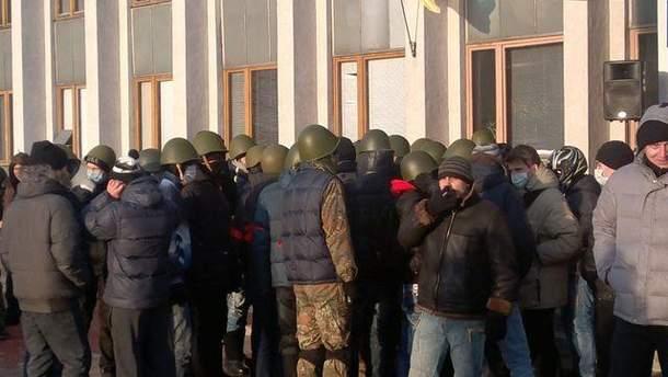 Протестувальники біля Чернігівської ОДА