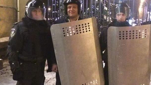Михаил Добкин с правоохранителями