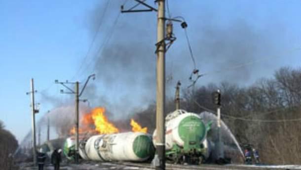 В Донецкой области горят 4 цистерны с пропан-бутаном