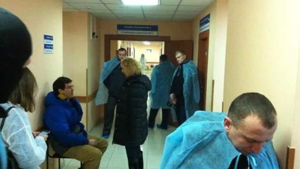 Депутаты дежурят у палаты Булатова