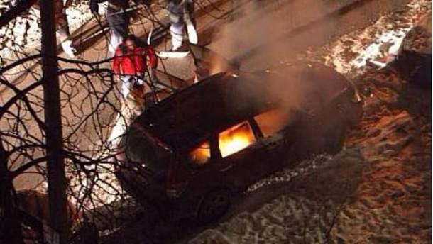 В Киеве подожгли автомобиль представительницы канадского посольства