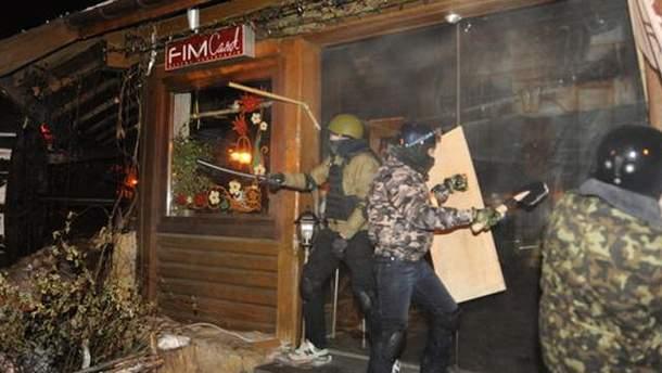 Невідомі розгромили ресторани