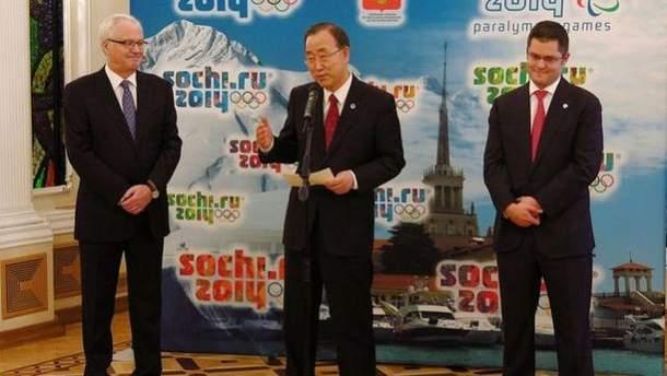 Пан Гі Мун біля мікрофона