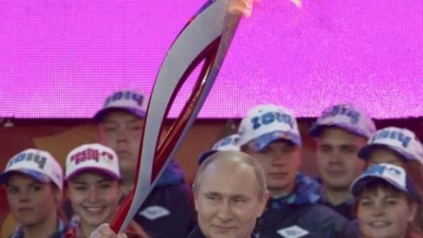 Володимир Путін з факелом