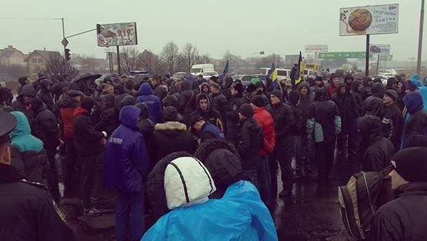 """Львов, активисты под """"Эпицентром"""""""