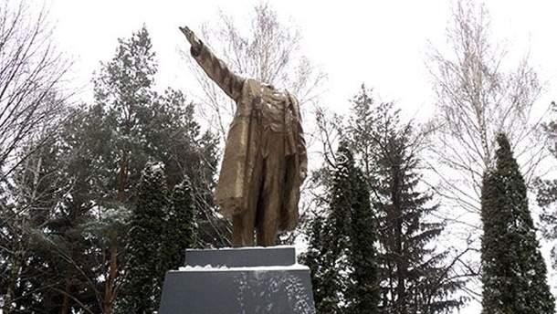 Поврежденный памятник Ленину