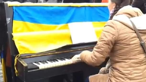 Піаніно біля Харківської ОДА