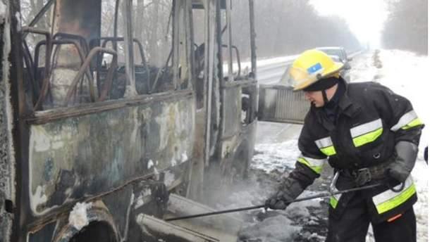 Автобус сгорел дотла