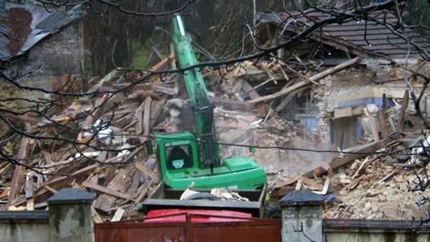 Разрушенная часть госпиталя митрополита Андрея Шептицкого