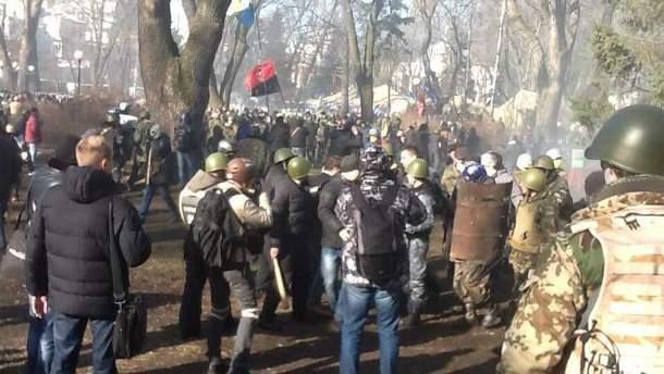 Протестувальники в Маріїнському парку