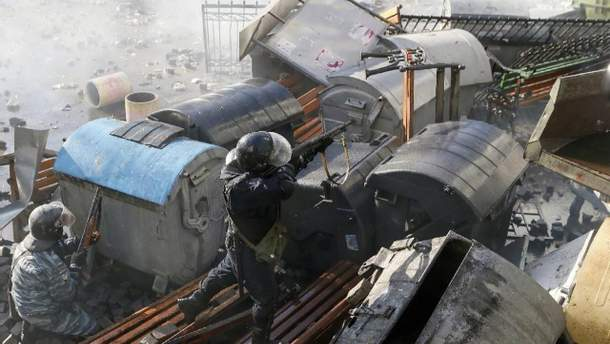Силовики стріляють у мітингувальників