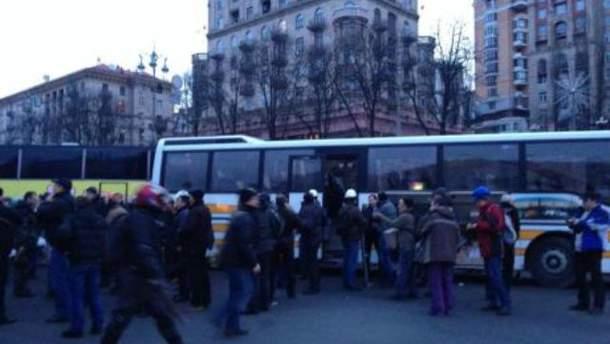 В Киев добрались автобусы из Львова