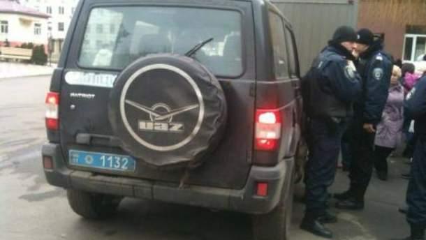 Міліція під лікарнею на Харківському шосе