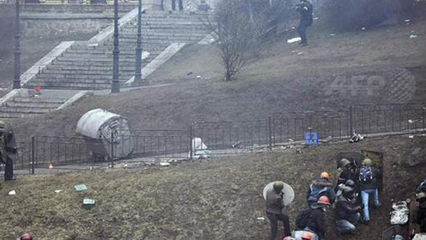 Силовики стреляют в активистов