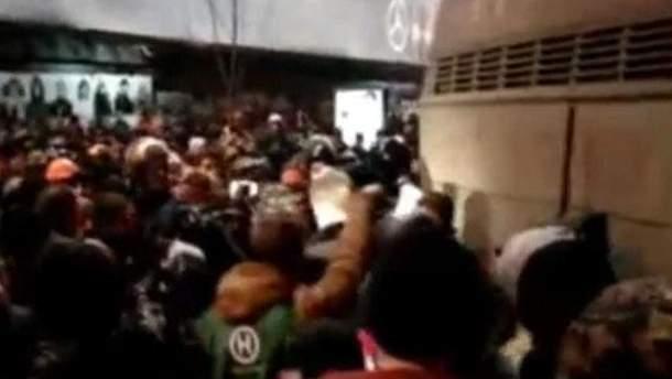 Блокування автобуса з стловиками