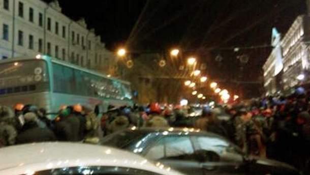 Автобус з бійцями ВВ