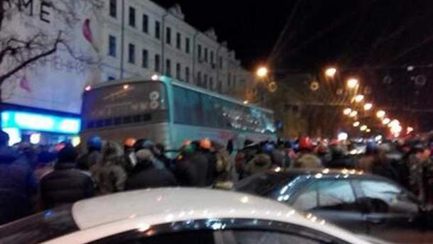 Автобус из силовиками