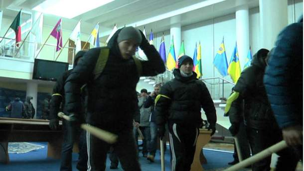 """""""Тітушки"""" у Дніпропетровській ОДА"""