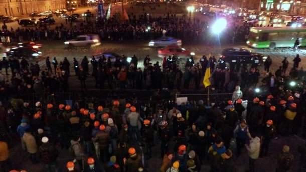 Возле здания Харьковской ОГА