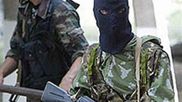Озброєні люди в масках викрали авто