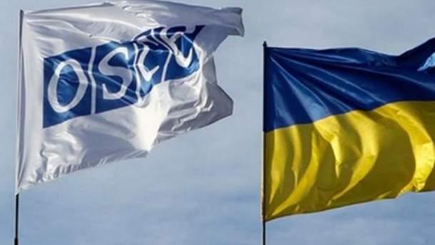 Флаги ОБСЕ и Украины