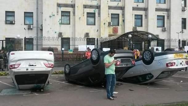 Під посольством РФ