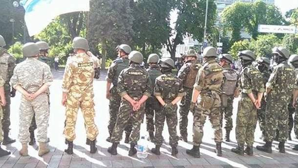 """Батальйон """"Донбас"""" біля парламенту"""
