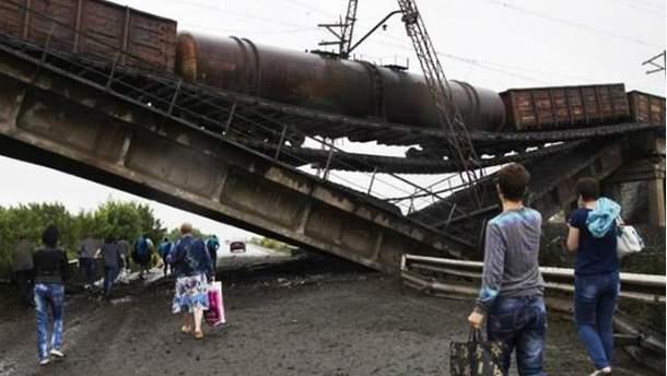 Терористи підривають мости на Донбасі
