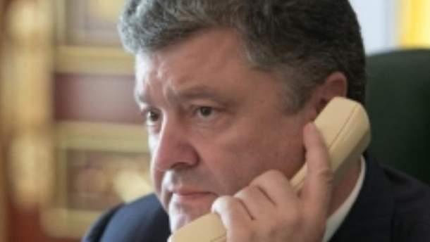 Порошенко провів телефонну розмову з Бейнером